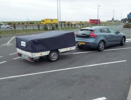 vouwwagen-op-parkeerplaats-snelweg_frankrijk.jpg